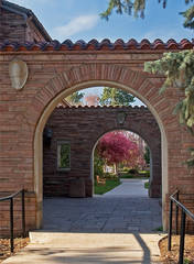 Photo, CU Boulder campus, arches, spring.
